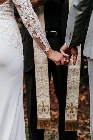 Obrączka i pierścionek zaręczynowy - jak nosić ?